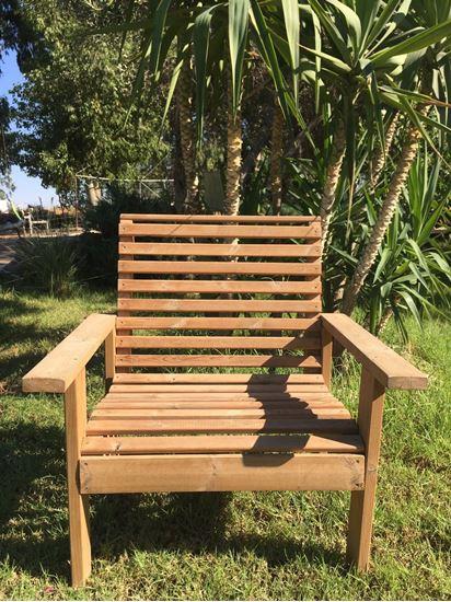 """תמונה של כיסא עץ איכותי לגינה, רוחב 90 ס""""מ"""
