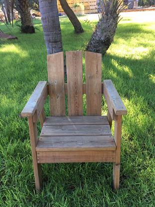 """תמונה של כסא עץ לגינה 60X60 ס""""מ."""
